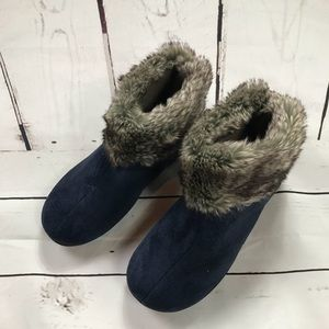 Women's Isotoner Size 8.5 Wedge Faux Fur Boots.